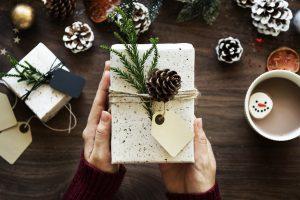 navidad regalo familia cena juntos